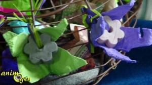 Jouet de foraging pour nos perroquets : la cocotte de printemps (argile, boîte à oeufs et papillotes)