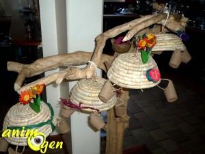 fabrication d un jouet pour perroquets avec des paniers. Black Bedroom Furniture Sets. Home Design Ideas