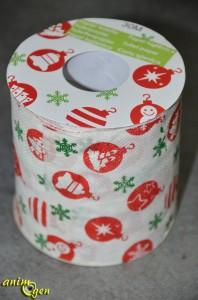 Jouet détourné pour perroquet, rongeur et lapin : le rouleau de papier toilette de Noël