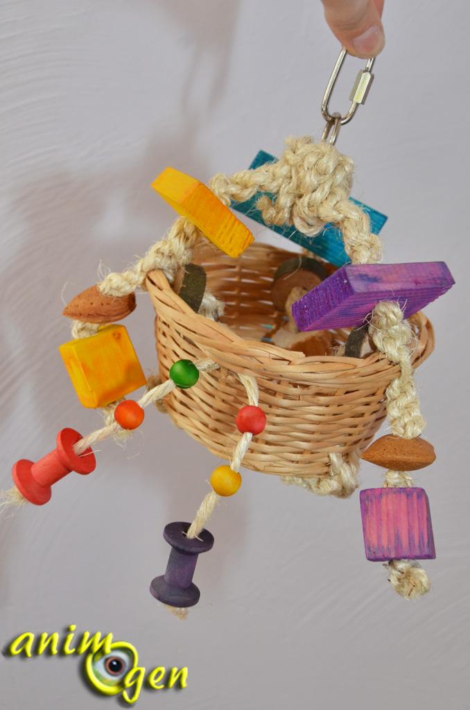 Fabriquez un jouet pour perroquets avec un panier, du bois et du sisal (macramé)