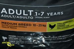 Alimentation : croquettes Eukanuba Adult moyennes races, poulet pour chien (test, avis prix)