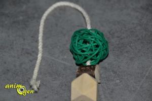 sapin-bois-naturel-perles-bois-coton-corde-accessoire-matériaux-tutoriel-jouet-jeu-perroquet-fabriquer-soi-même-oiseau-maison-animal-animaux-compagnie-animogen-9